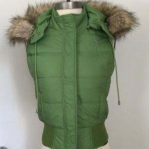 Women Abercrombie and Fitch green puffer vest s